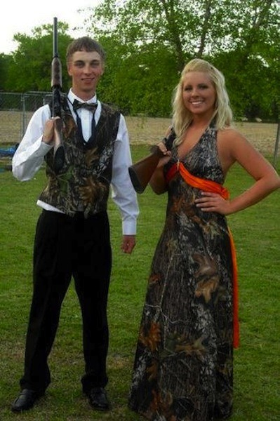 22 Photos of the Worst Prom Outfits Ever