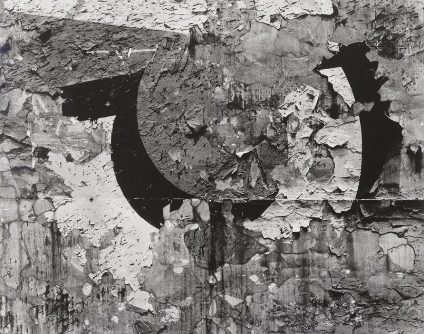 Aaron Siskind, Chicago, 1957 (printed mid-late 1960s), gelatin silver print, 17 1/2 in. x 22 1/4 in. Collection of the Akron Art Museum. Museum Acquisition Fund.