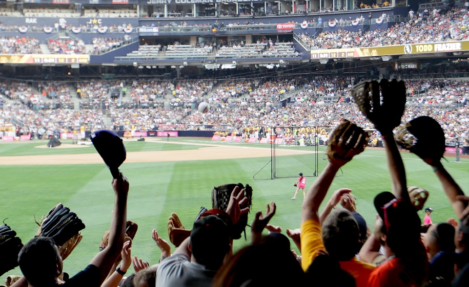 Fans reach for a home run ball during the T-Mobile Home Run Derby at PETCO Park on July 11, 2016 in San Diego, California. (Photo by Sean M. Haffey/Getty Images)