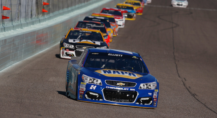 Chase Elliott, driver of the #24 NAPA Auto Parts Chevrolet, leads a pack of cars during the NASCAR Sprint Cup Series Ford EcoBoost 400 at Homestead-Miami Speedway on November 20, 2016 in Homestead, Florida. (Photo by Chris Trotman/Getty Images)