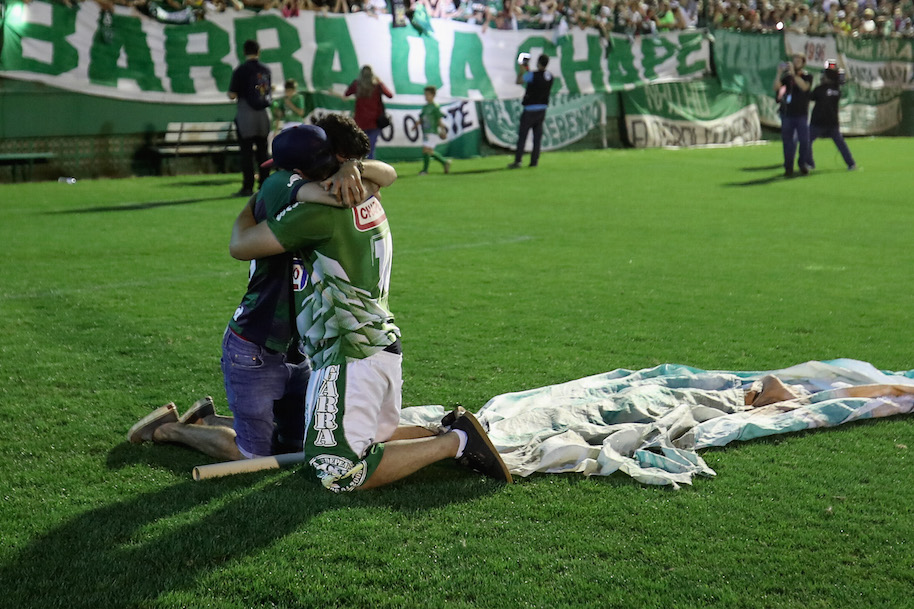Fans cry while paying tribute to the players of Brazilian team Chapecoense Real at the club's Arena Conda stadium in Chapeco, (Photo by Buda Mendes/Getty Images)