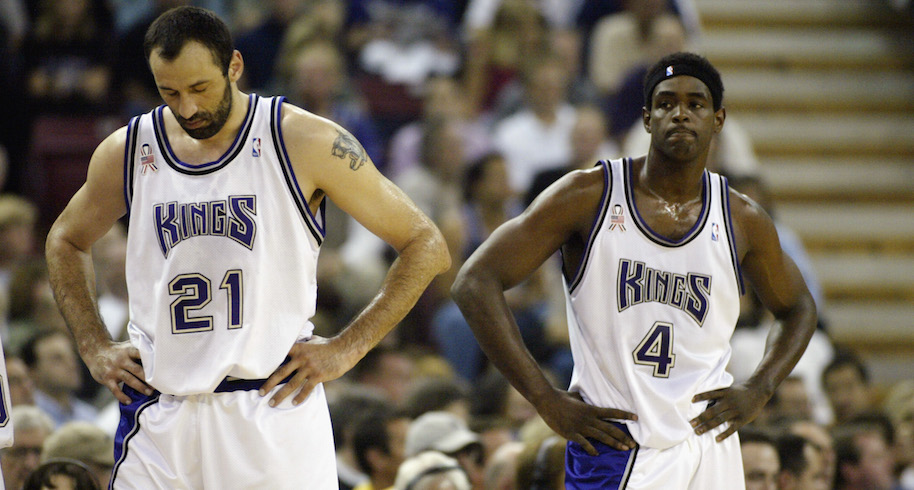 Vlade Divac #21 and Chris Webber #4 of the Sacramento Kings during Game two of the Western Conference Finals against the Los Angeles Lakers during the 2002 NBA Playoffs at Arco Arena in Sacramento, California on May 20, 2002. (Photo by Jed Jacobsohn/Getty Images)