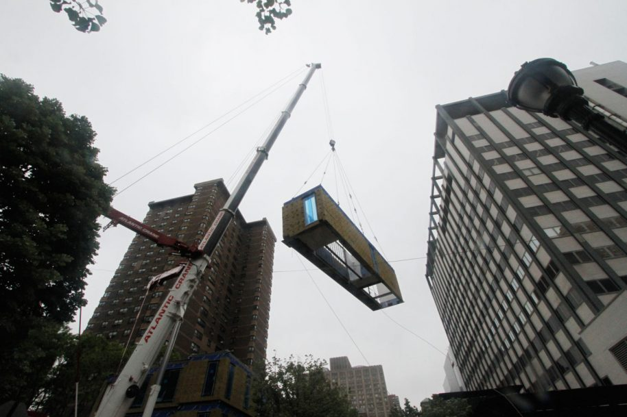 Carmel Place modules being hoisted into place. Photo courtesy of nArchitects.