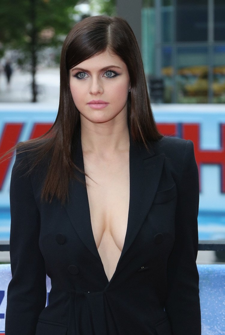 baywatch' bombed but alexandra daddario went braless so there's that