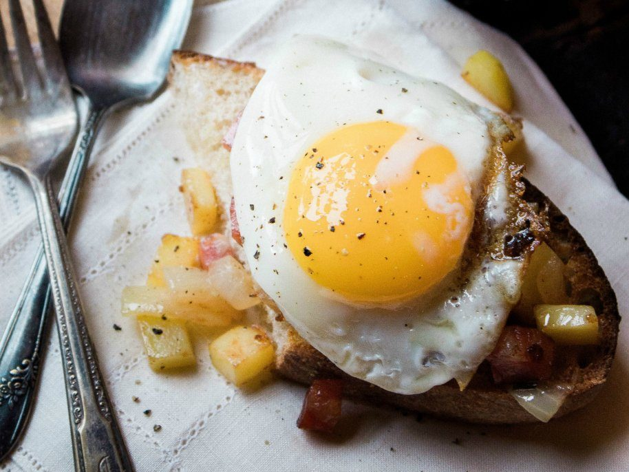 German Potatoes with Fried Eggs Butterbrote