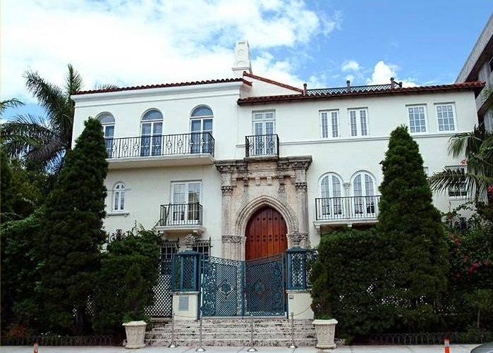 Home of Gianni Versace in Miami Beach, FL. Photo: Arnaud 25/Wikimedia Commons.
