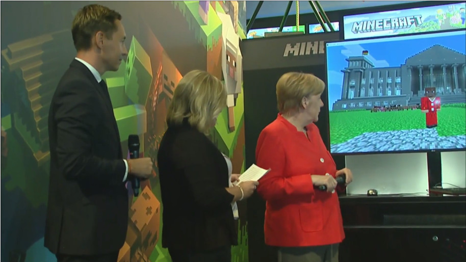 Angela-Merkel-Gamescom-Farming-Simulator-Minecraft