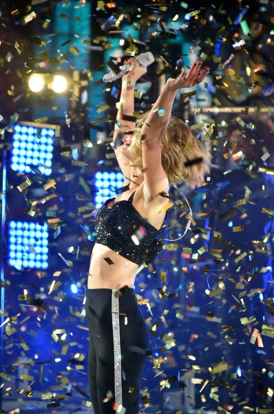 Taylor Swift performs at New Year's Eve 2015 at Times Squar
