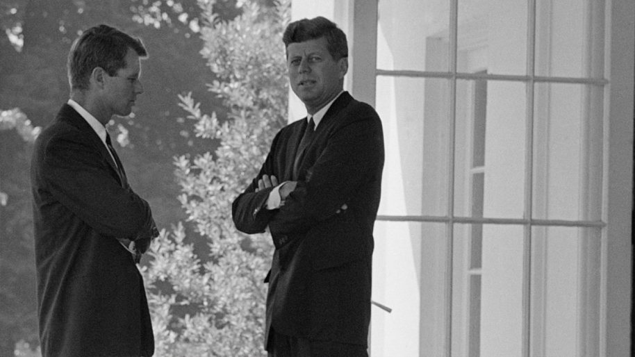 41. Crisis: Behind a Presidential Commitment - The Best Political Movies