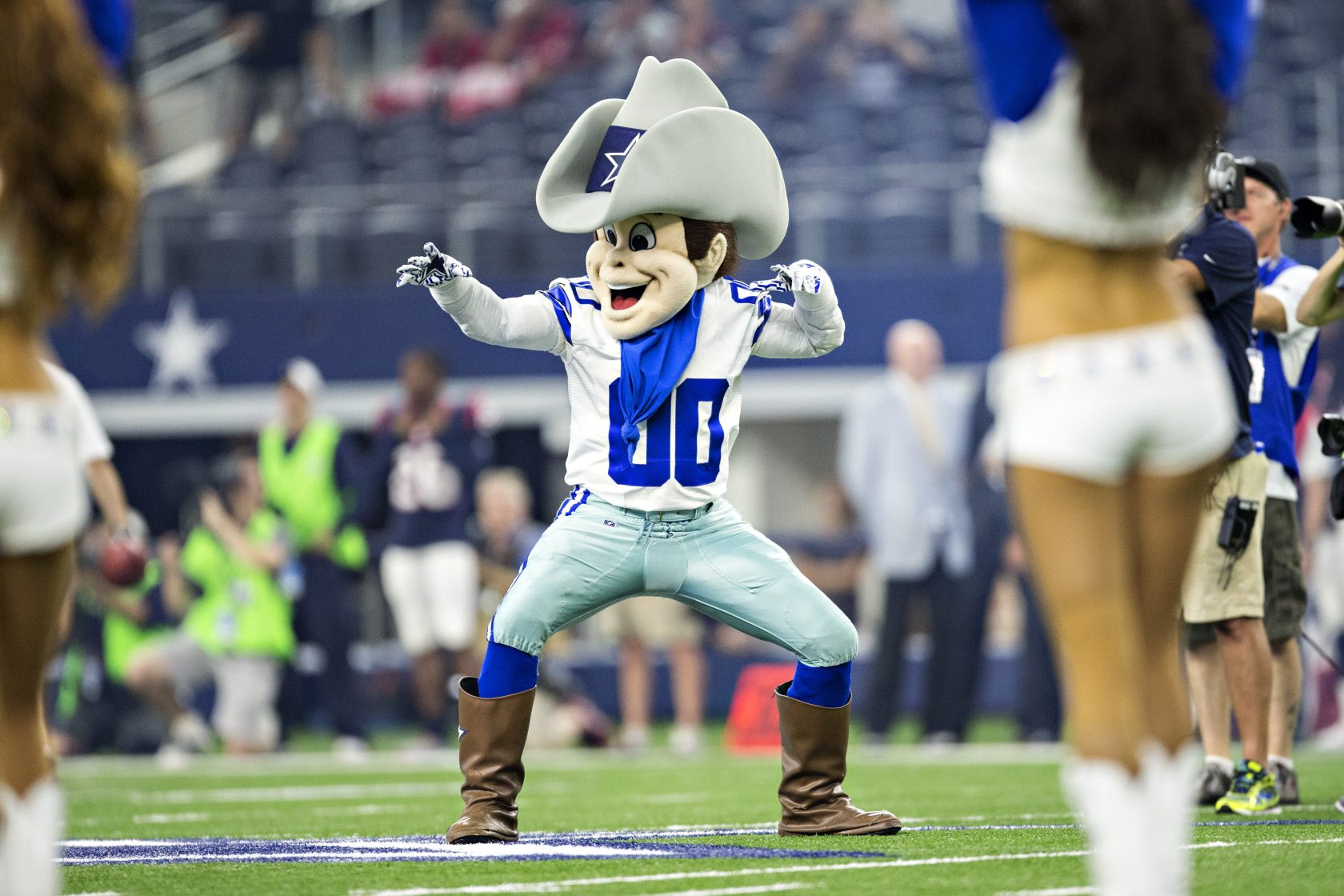 Dallas Cowboys cheerleader, mascot