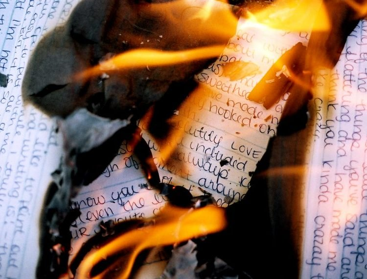 Upset Woman Sparks Apartment Blaze by Burning Love Letters, Keeps That Fire in the Relationship
