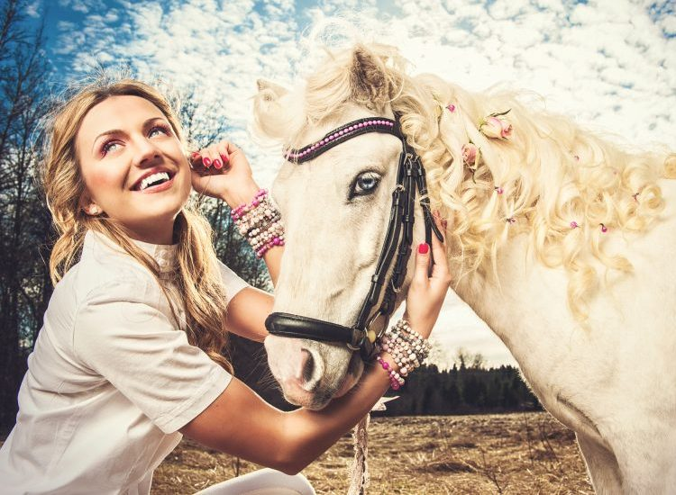 Woman Brings Emotional Support Pony on Flight, Gives Everybody Else in Airport Anxiety